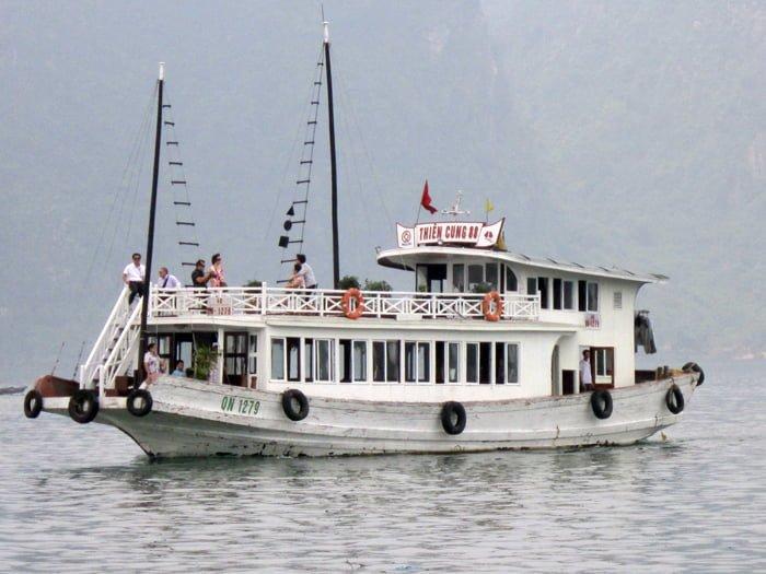 tàu tham vịnh hạ long