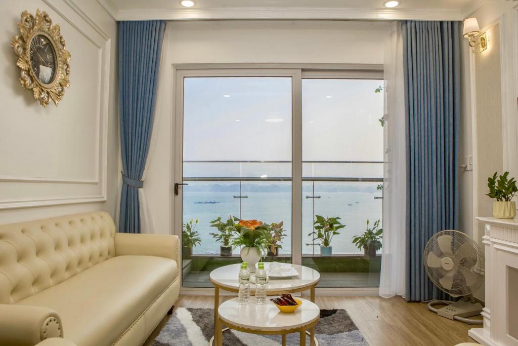 Phòng khách của căn hộ homestay 2 ngủ