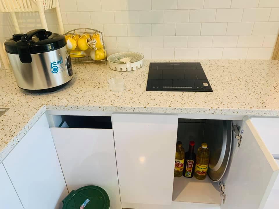 phòng bếp lá xanh homestay