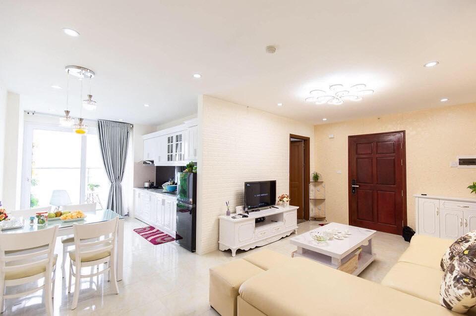 Không gian phòng khách và bếp của 2611A newlife