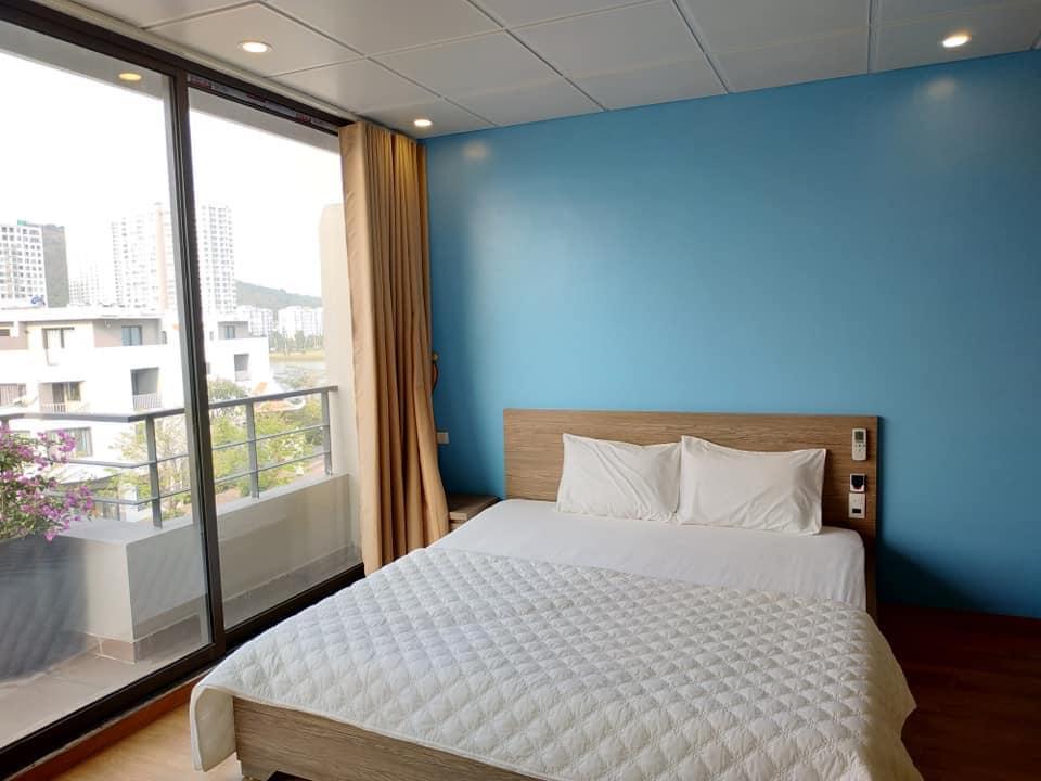 view từ phòng ngủ bẻ bơi tại VILLA BLUE OCEAN