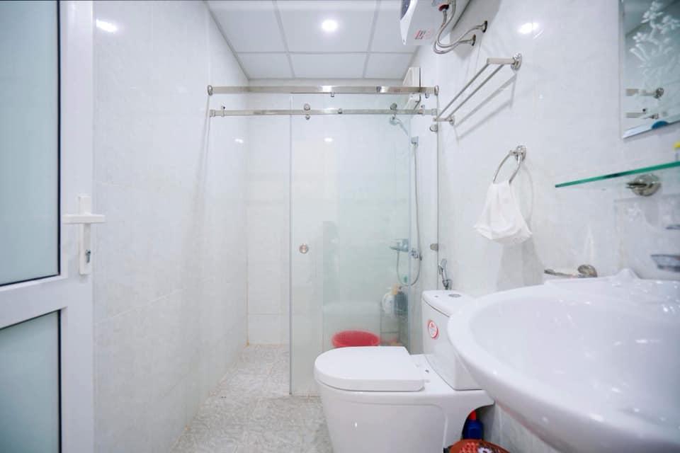 Phòng tắm căn hộ hộ homestay 709 Newlife tower